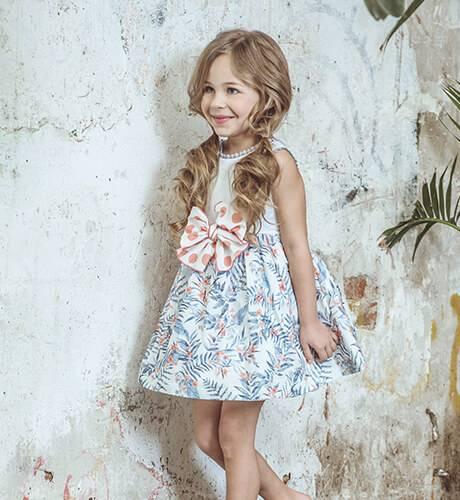 Vestido estampado azul y coral & escote de Yoedu | Aiana Larocca