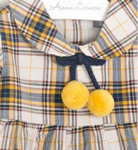 Vestido bebe a cuadros pompón mostaza de Dadati   Aiana Larocca