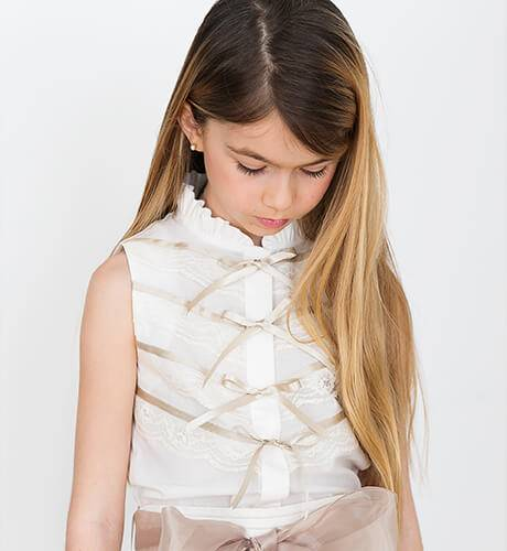 Conjunto blusa y falda con lazada de Nekenia | Aiana Larocca