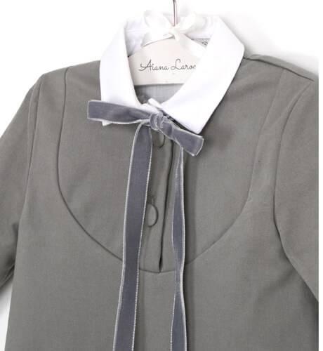 Vestido gris cuello y puños blancos de Eve Children | Aiana Larocca
