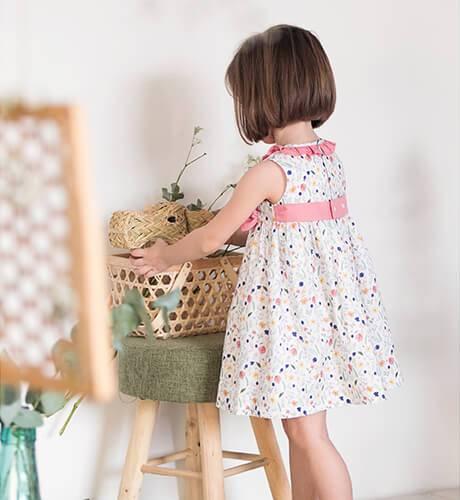 Vestido niña estampado flores lacitos de Mikamamá | Aiana Larocca