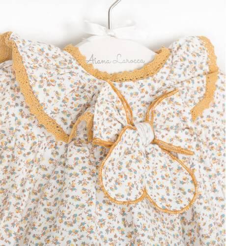 Jesusito bebe niña florecitas detalle mostaza de Valentina Bebes | Aiana Larocca