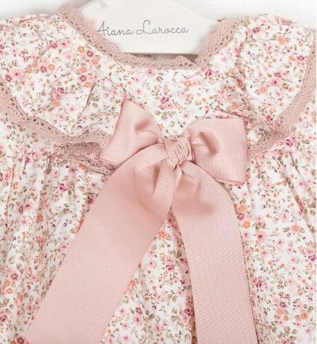 Jesusito bebe niña florecitas rosa de Valentina Bebes | Aiana Larocca
