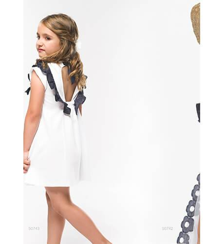 Vestido blanco volantitos y lazo marino de Coco Acqua | Aiana Larocca