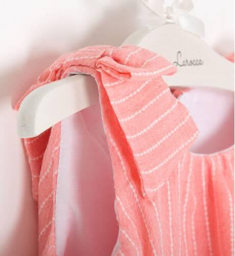 Vestido coral con volante de Dolce Petit | Aiana Larocca