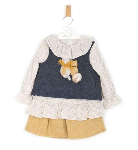 Conjunto niña falda mostaza y chaleco gatitos de Coco Acqua | Aiana Larocca