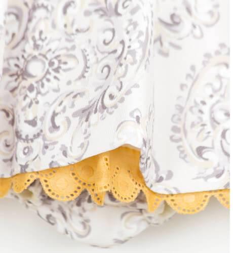 Jesusito gris detalles mostaza con capota de La Ormiga | Aiana Larocca