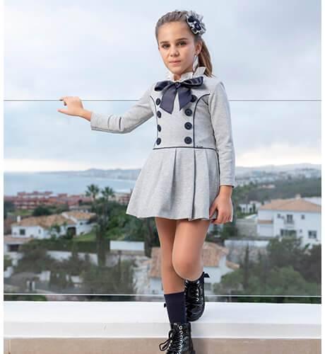 Vestido en punto roma gris con marino de Nekenia | Aiana Larocca