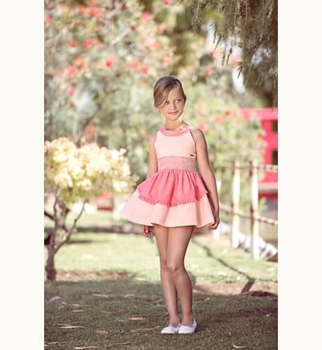 Vestido niña volantes coral encaje y escote de Nekenia | Aiana Larocca