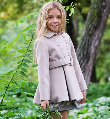 Abrigo niña muflón beige de Nekenia   Aiana Larocca