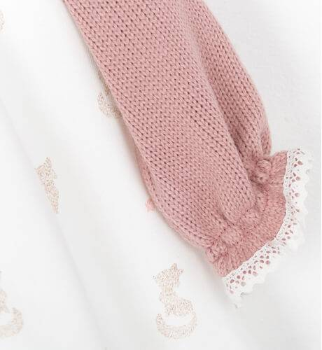 Jesusito bebe color crudo combinado con punto rosa | Aiana Larocca