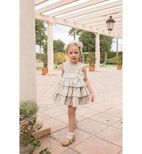 Vestido niña talle alto volantes tostado de Dolce Petit | Aiana Larocca