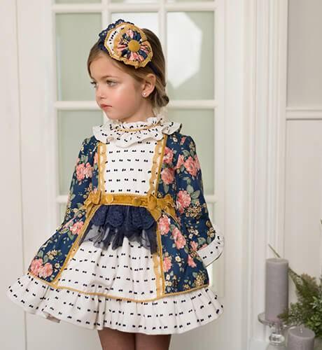 Vestido estampado floral con plumeti crudo y Marino de Dolce Petit | Aiana Larocca