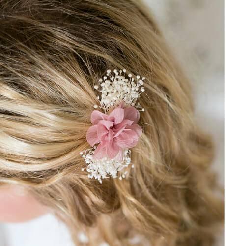 Flor con pinza para ceremonia y comunión | Aiana Larocca