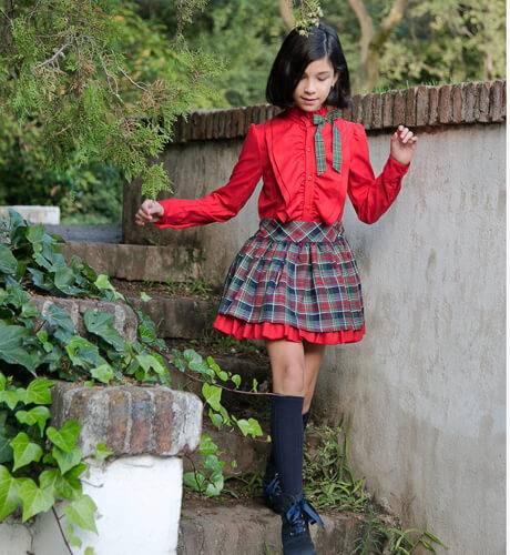 Conjunto Camisa roja y falda cuadros de Loan Bor | Aiana Larocca