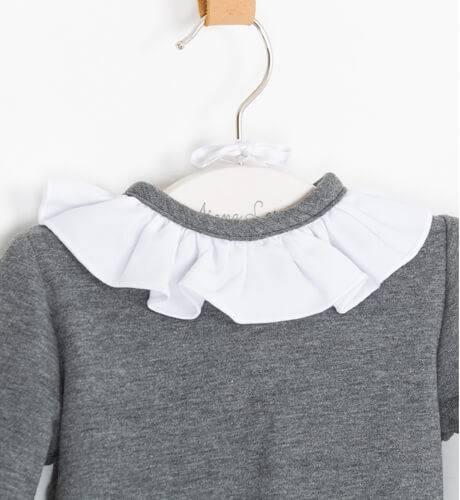Sudadera gris cuello blanco de Baby Yiro | Aiana Larocca