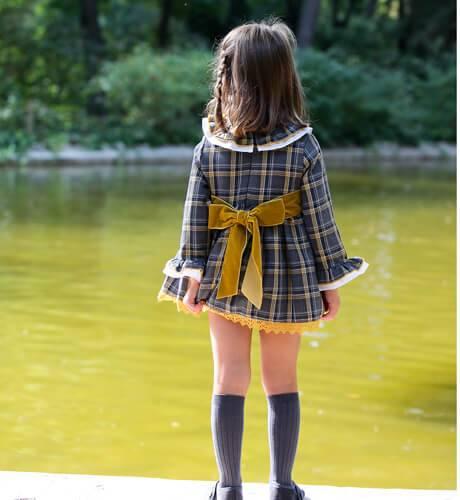 Vestido vuelo fajín mostaza de Blanca Valiente | Aiana Larocca