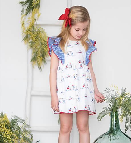 Vestido niña estampado barquitos volantes hombro de Yoedu | Aiana Larocca