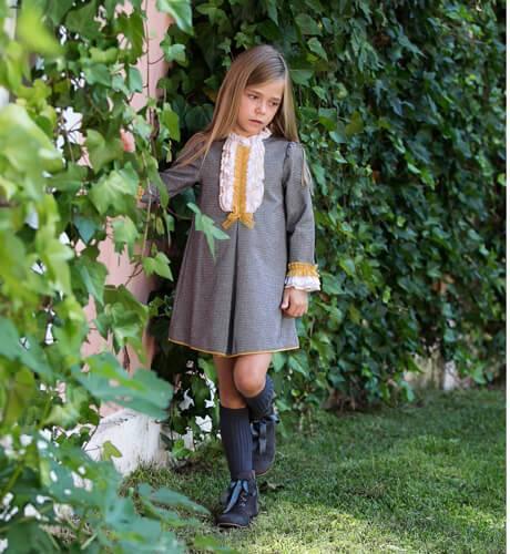 Vestido niña gris detalle mostaza de Loan Bor | Aiana Larocca