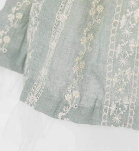 Vestido niña verde bordado de Nekenia   Aiana Larocca
