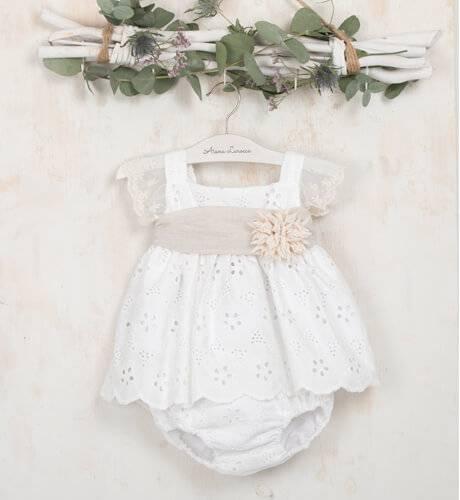Vestido bordado crudo & fajin de Valentina Bebés   Aiana Larocca