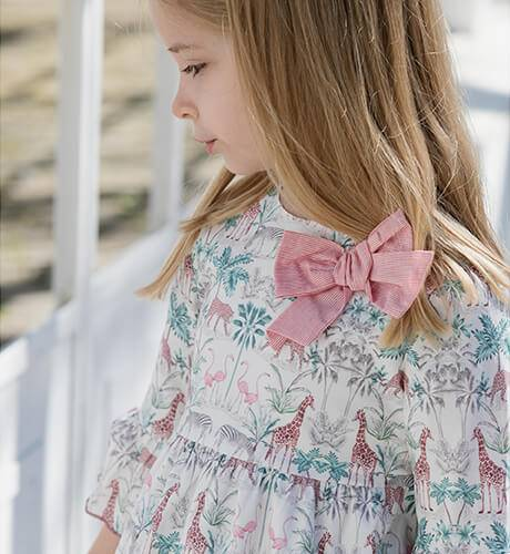 Vestido niña estampado rosa & manga francesa de Blanca Valiente | Aiana Larocca