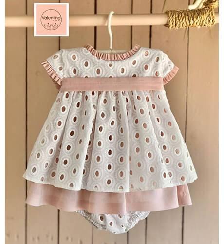 Jesusito bebé bordado & blanco rosa de Valentina Bebés | Aiana Larocca