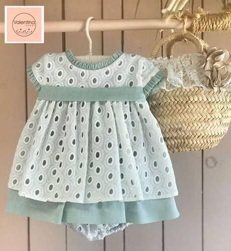 Jesusito bebé bordado & blanco verde de Valentina Bebés | Aiana Larocca