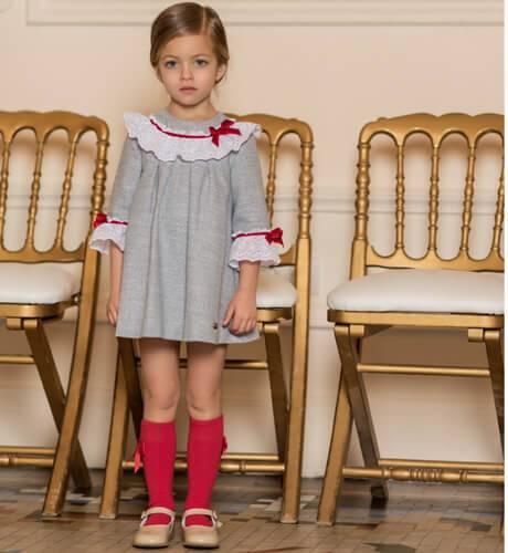 Vestido niña detalle puntilla cuello y puños de Dolce Petit | Aiana Larocca