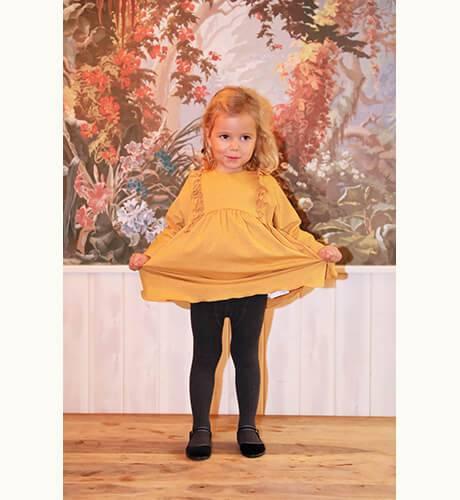 Vestido mostaza con volantitos de Ancar | Aiana Larocca