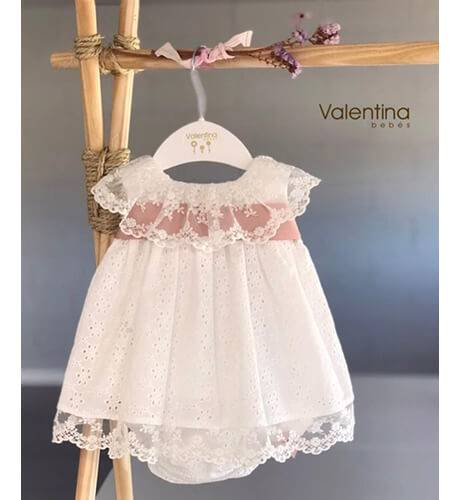 Jesusito bebe bordado detalle cinta rosa de Valentina Bebés | Aiana Larocca