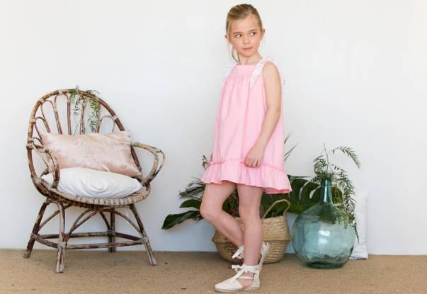 Vestido rosa con puntilla de Baby Yiro | Aiana Larocca