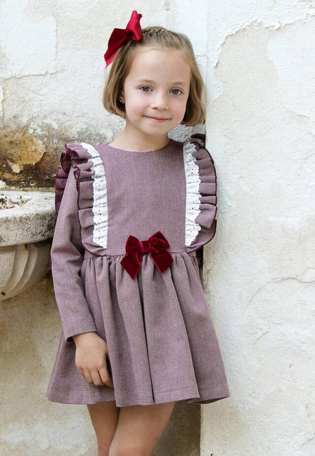 Vestido niña granate volantes lateral de Mon Petit Bonbon | Aiana Larocca