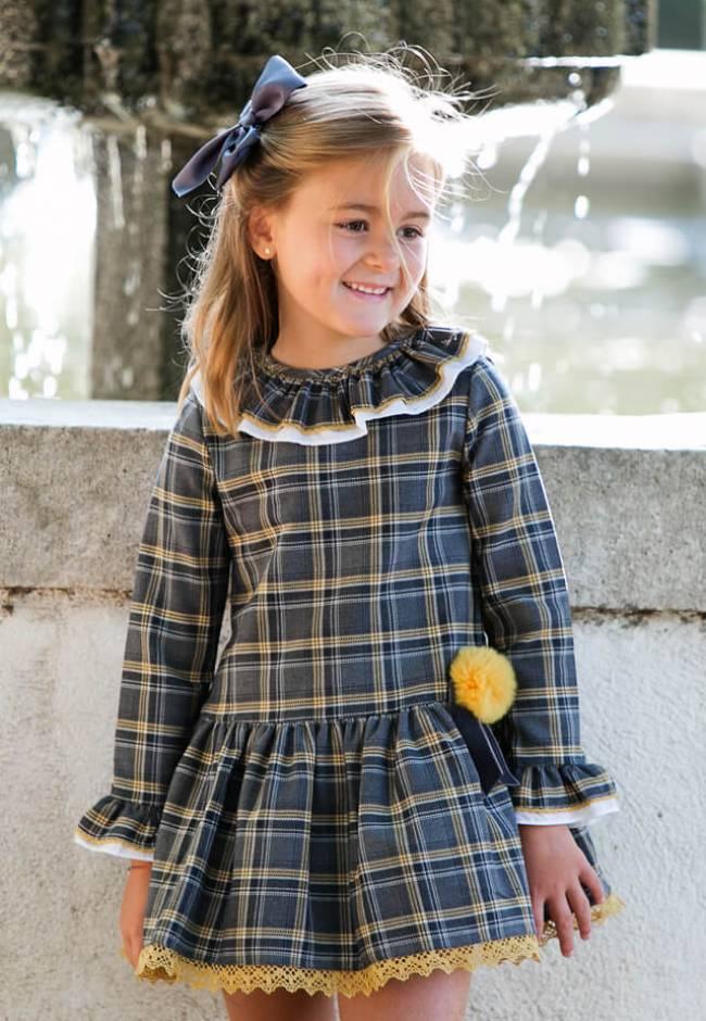 Vestido niña talle bajo detalle pompón mostaza de Blanca Valiente | Aiana Larocca