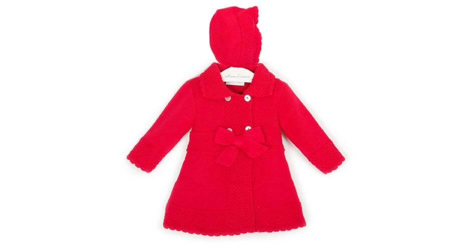 Abrigo niña punto rojo con capota de Dolce Petit | Aiana Larocca