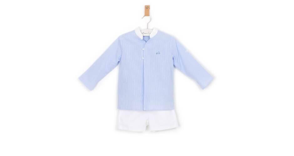 Conjunto niño camisa a rayas finas azul y pantalón blanco de Coco Acqua | Aiana Larocca
