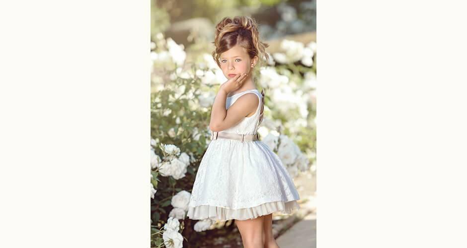 185c29e9a Vestido niña bordado crudo con lazo de Nekenia | Aiana Larocca