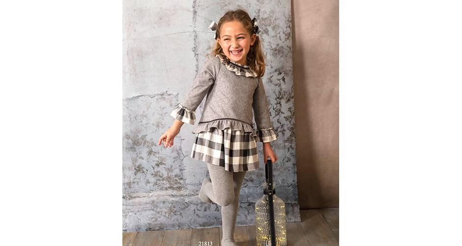 Vestido gris combinado con cuadros de Basmartí   Aiana Larocca