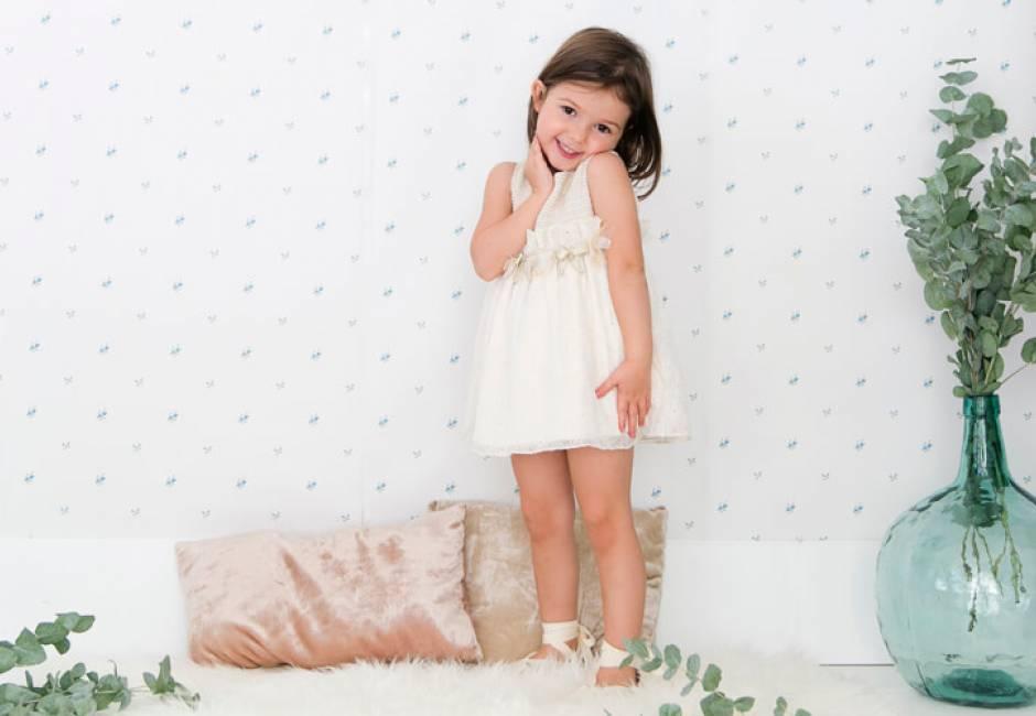 Vestido niña crudo con pasamaneria de Rochy | Aiana Larocca