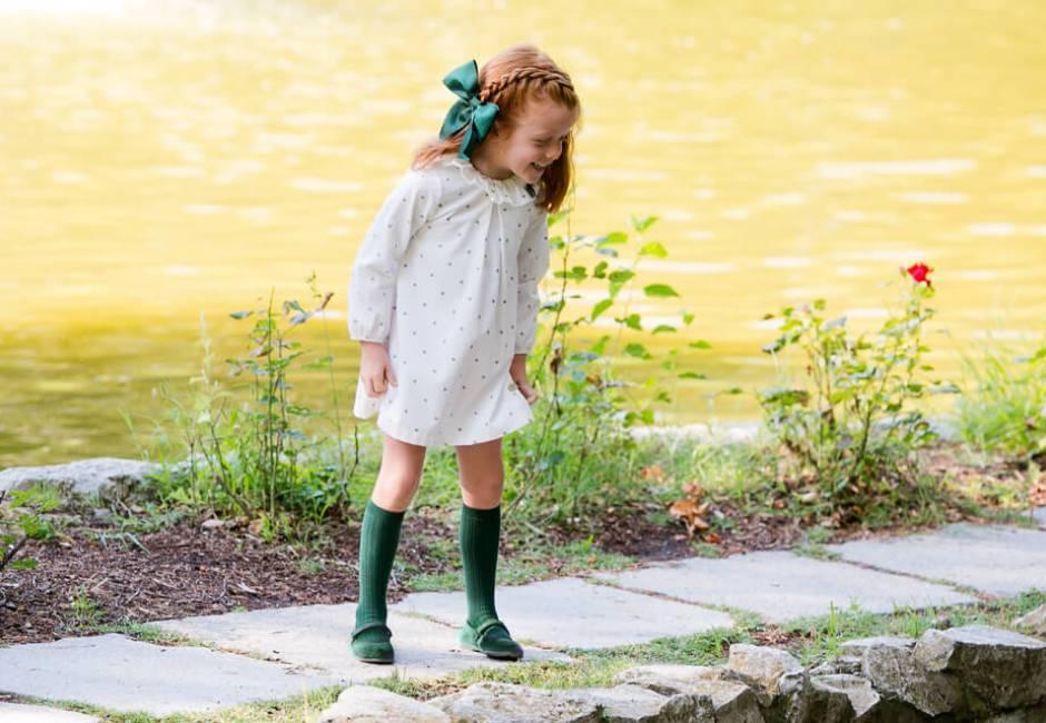 Vestido niña blanco estrellitas y lacito verde de Eve Children | Aiana Larocca